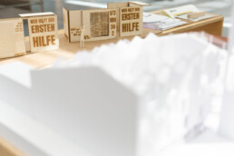 Das Innenarchitekturstudium in Hannover (Niedersachsen) ist ein achtsemestriges Studium. Der Fokus der Lehre liegt auf praxisorientierten Projekten und einer individuellen und generalistischen Entwicklung der Studierenden. Der Abschluss des Studiums der Innenarchitektur wird vom Bund Deutscher Architekten (BDA) anerkannt.